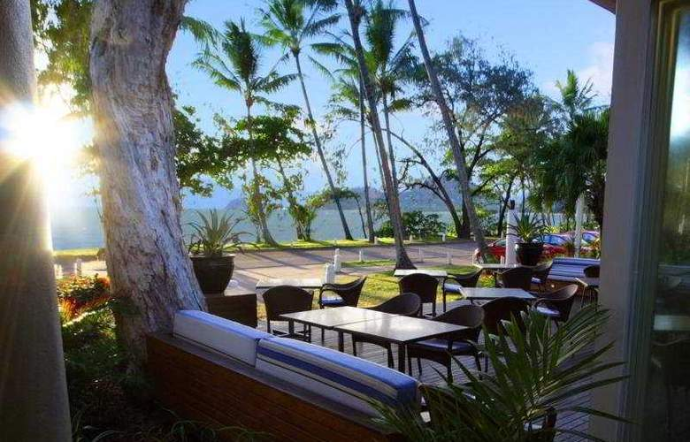 Reef House Boutique Resort & Spa Palm Cove - Terrace - 9