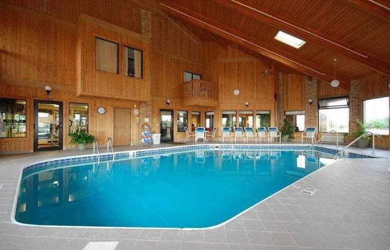 Best Western Plus Lakewood Inn - Pool - 7