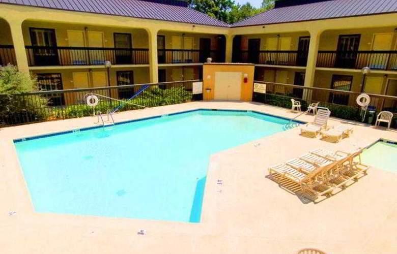 Hampton Inn Atlanta- Marietta - Pool - 13