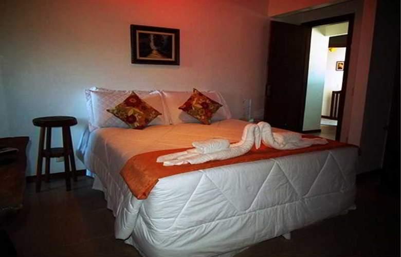 Falcon Guest Suites - Room - 18