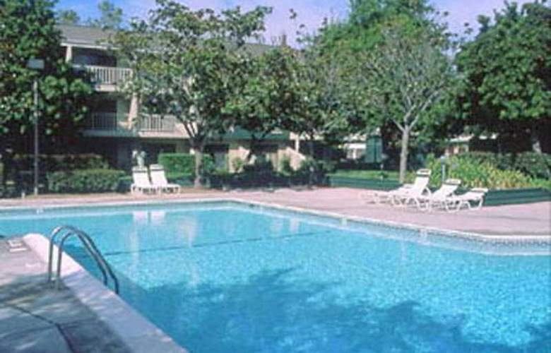 Best Western Plus Garden Court Inn Fremont - Pool - 3