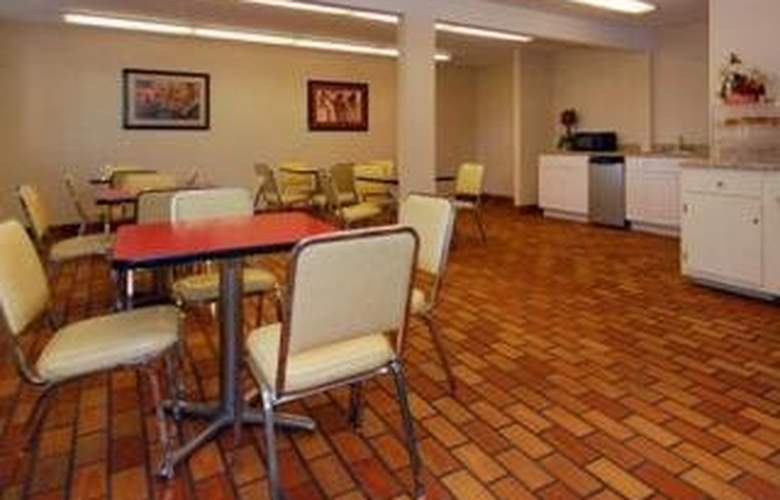 Econo Lodge - Restaurant - 5