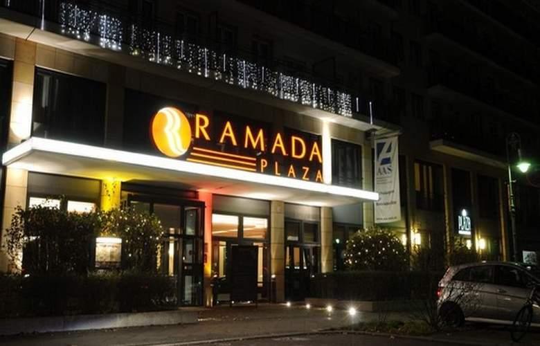 Ramada Plaza Berlin - Hotel - 2