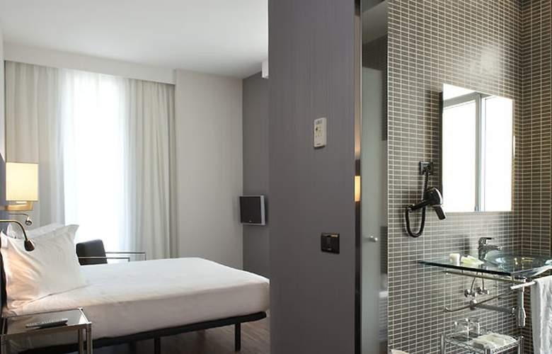 AC Palacio Universal - Room - 9