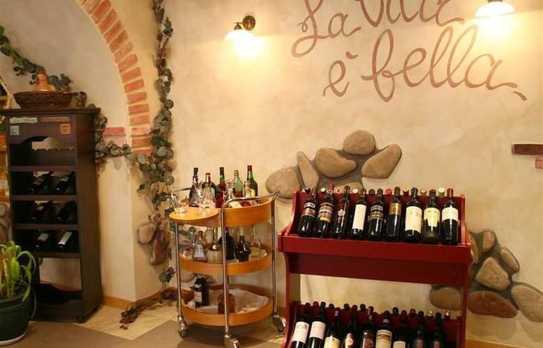 Best Western Premier Collection City Sofia - Restaurant - 81