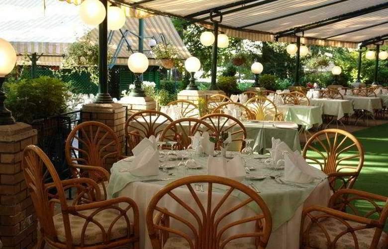 Danubius Grand Hotel Margitsziget - Restaurant - 4