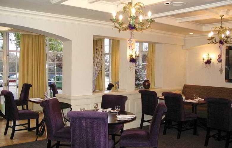 Macdonald The Swan's Nest Hotel - Bar - 1