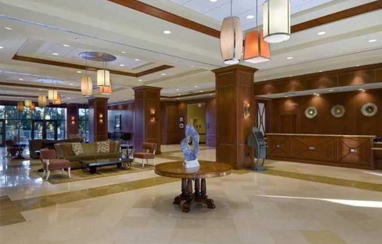 Hilton St. Petersburg Carillon Park - Hotel - 0