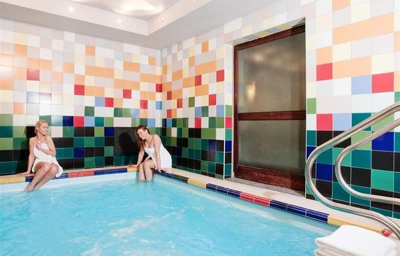 Best Western Hotel Santakos - Pool - 37