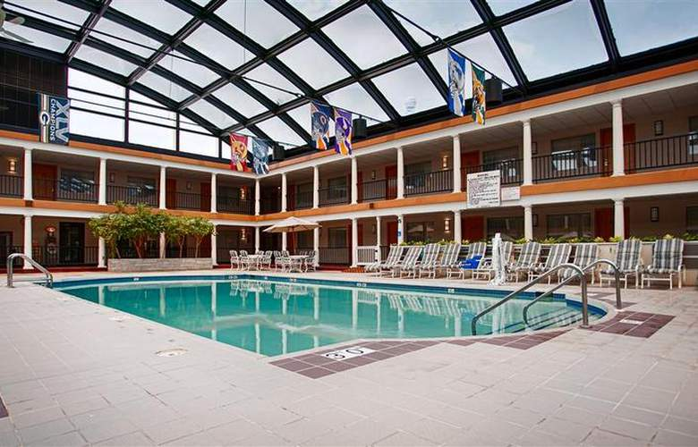 Best Western Green Bay Inn Conference Center - Pool - 84