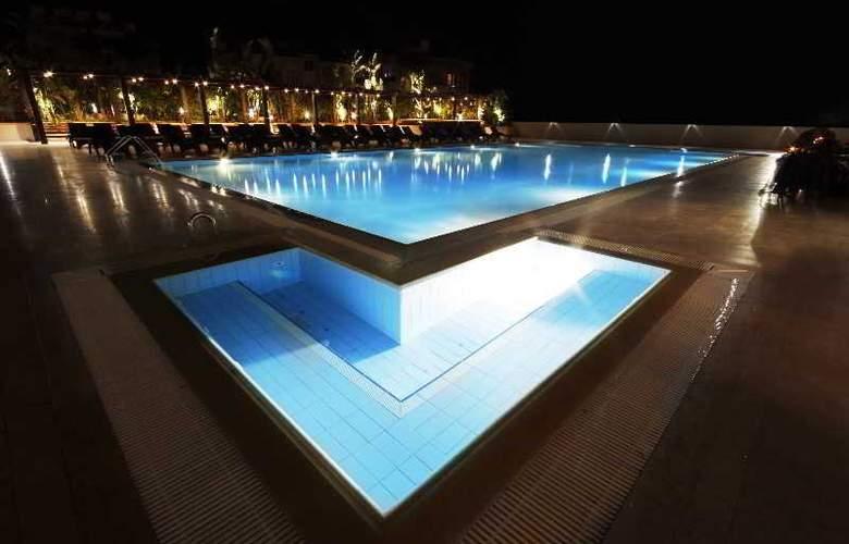 Grand Pasha Hotel & Casino - Pool - 3