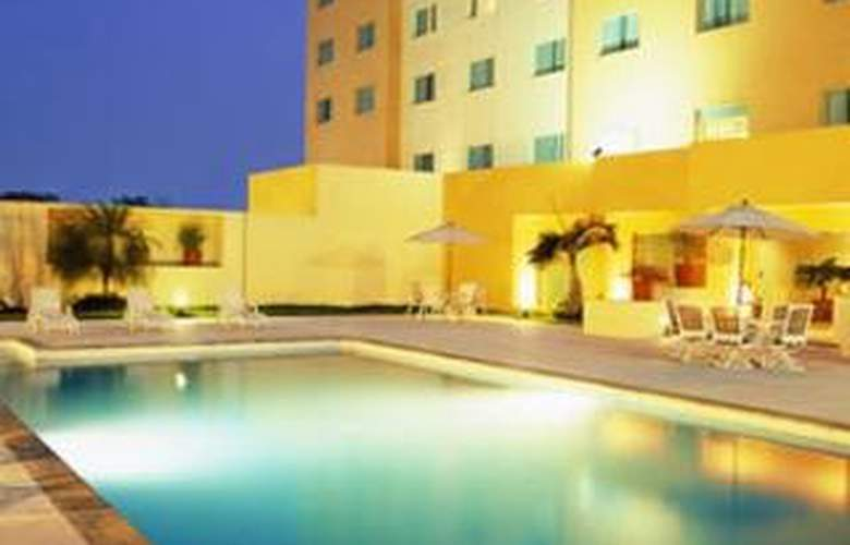 Real Inn Villahermosa - Pool - 6