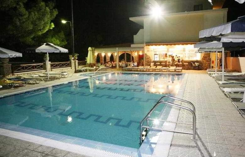 Panorama Studios - Pool - 4