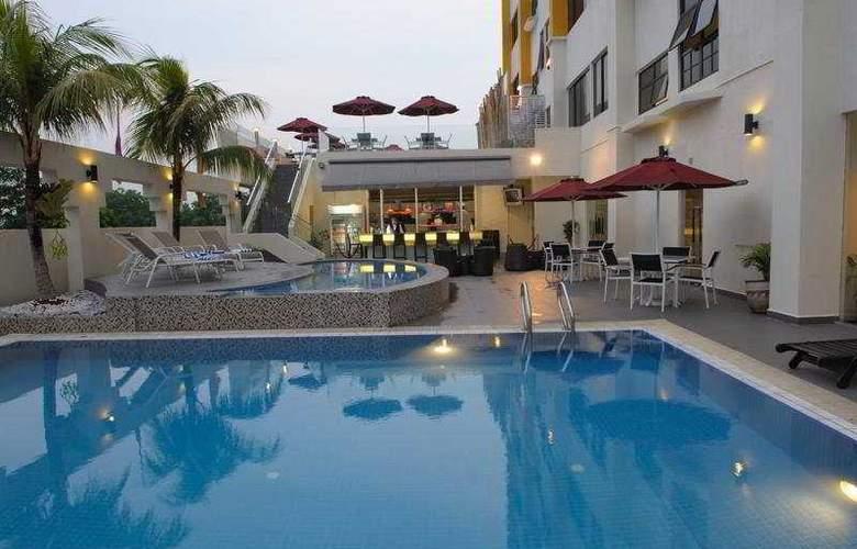 Naza Talyya Hotel Johor Bahru - Pool - 4