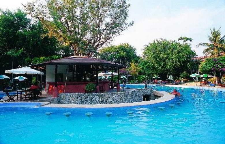 Loma Resort & Spa - Pool - 3