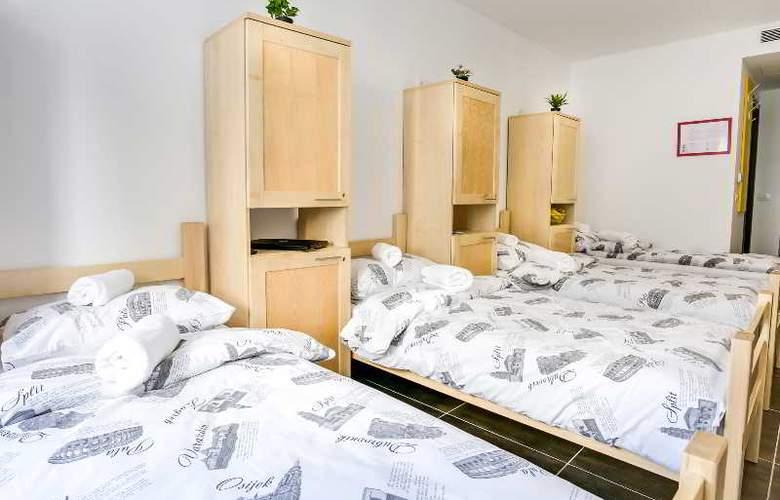 Hostel Moving - Room - 19