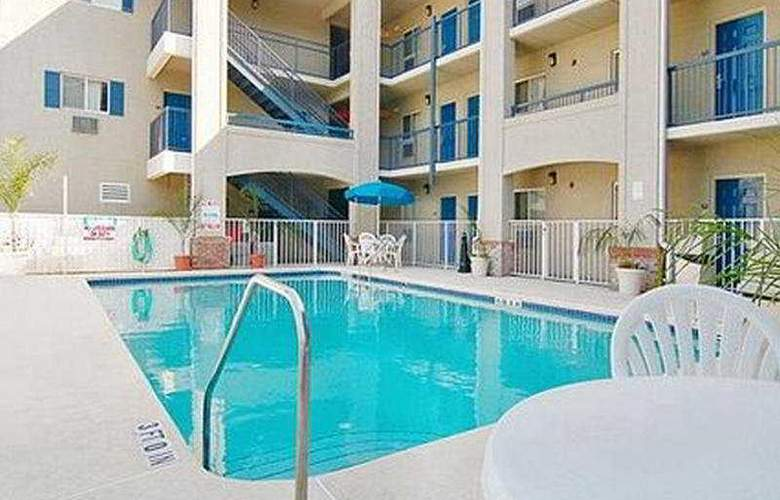 Suburban Extended Stay Daytona - Pool - 3