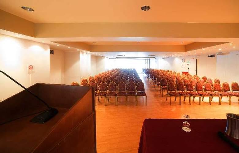 Capsis Astoria - Conference - 13