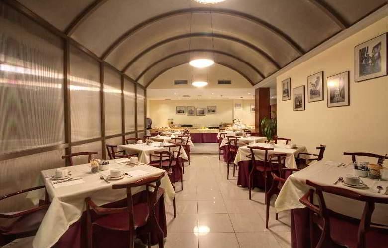 Silken Rona Dalba - Restaurant - 11