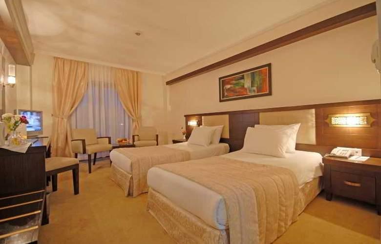 Tourist Hotel - Room - 5