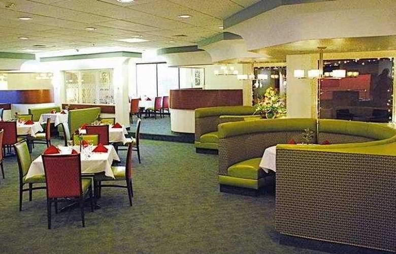 DoubleTree by Hilton Hotel Fayetteville - Restaurant - 0