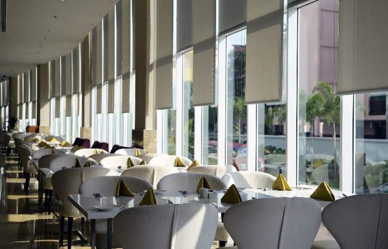 The Zenith Hotel - Restaurant - 15