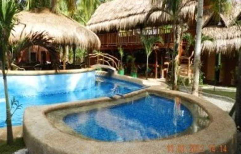 Panglao Chocolate Hills Resort - Pool - 13