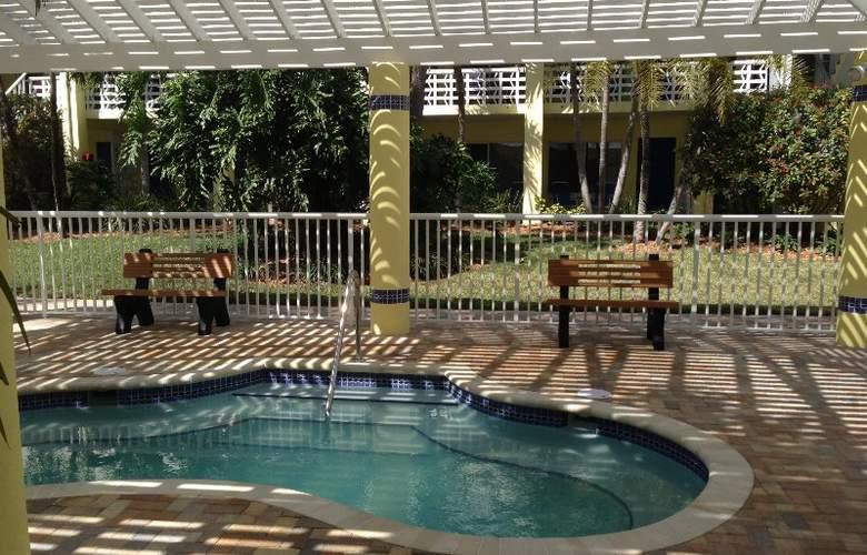 Alden Suites - Pool - 6