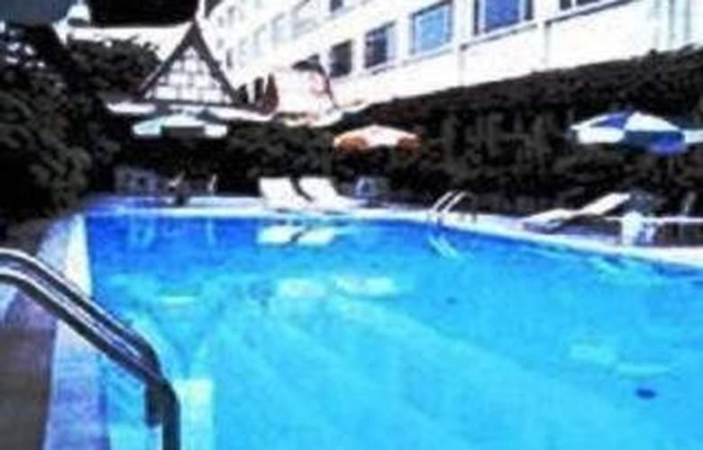 Plaza Bangkok - Pool - 3