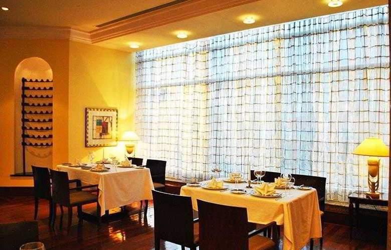 Ramada Plaza Astana Hotel - Restaurant - 10