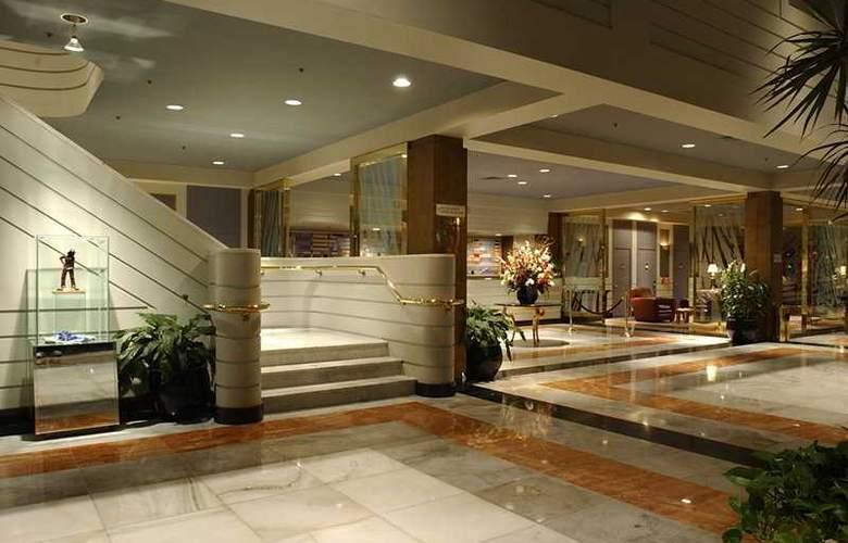 La Guardia Plaza Hotel - General - 1