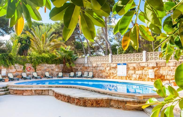 Apartamentos Benhur - Pool - 3