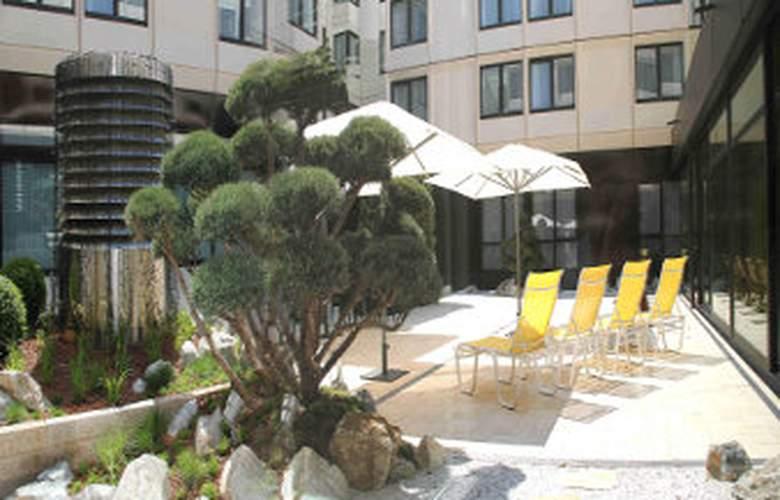 Ramada Nuernberg Parkhotel - Environment - 4