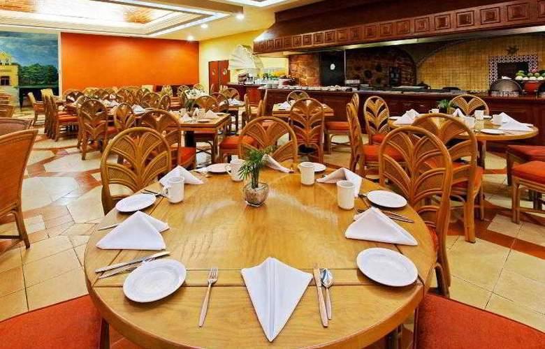 Holiday Inn Merida - Restaurant - 31