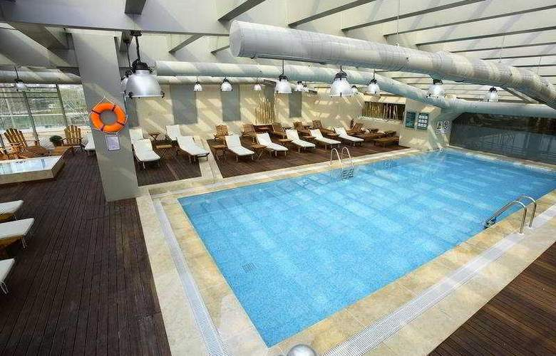 Holiday Inn Istanbul Airport - Pool - 6