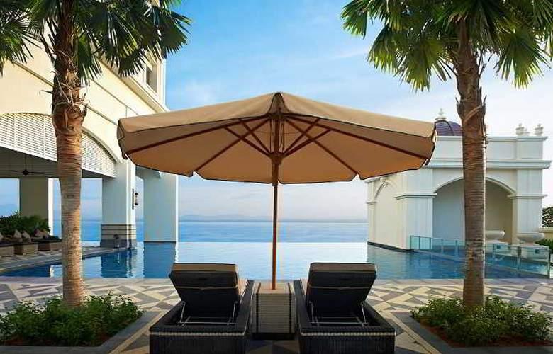 Eastern and Oriental Hotel Penang - Pool - 39