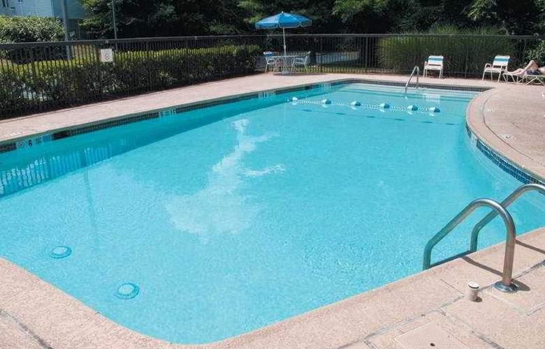 La Quinta Inn & Suites Baltimore North - Pool - 4
