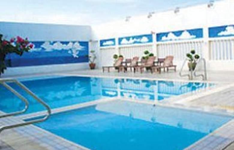 Grand Continental Hotel Penang - Pool - 4