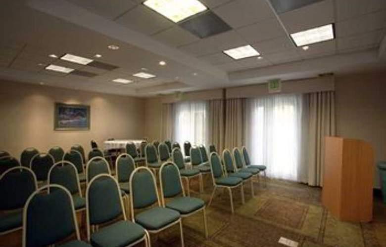 La Quinta Inn & Suites Dallas Arlington South - Conference - 11