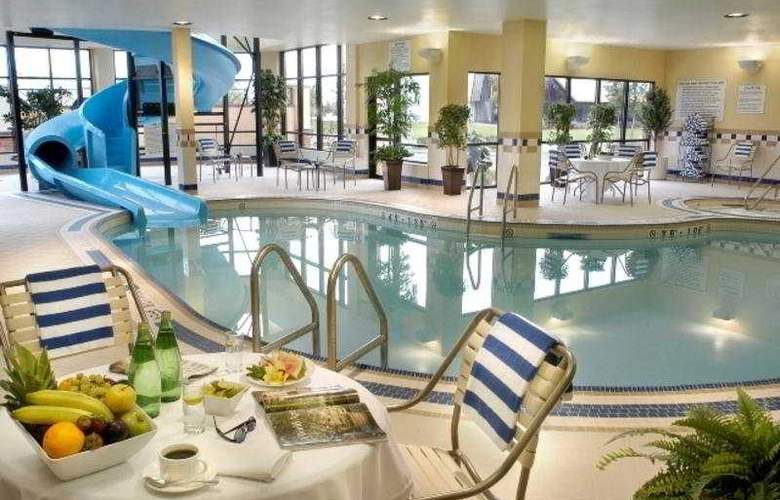 Hilton Garden Inn Toronto Vaughan - Pool - 2