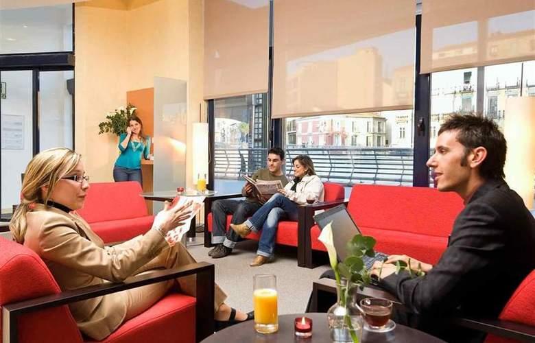 Ibis Málaga Centro - Hotel - 2
