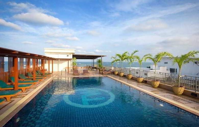 Bay Walk Residence Pattaya - Pool - 3
