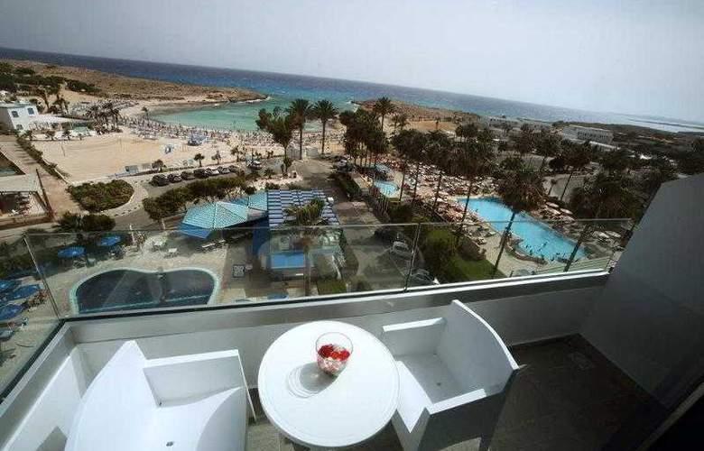 Anonymous Beach Hotel - Room - 5