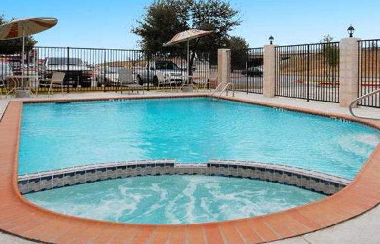 Comfort Suites San Marcos - Pool - 4