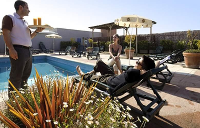 Ibis Granada - Pool - 3