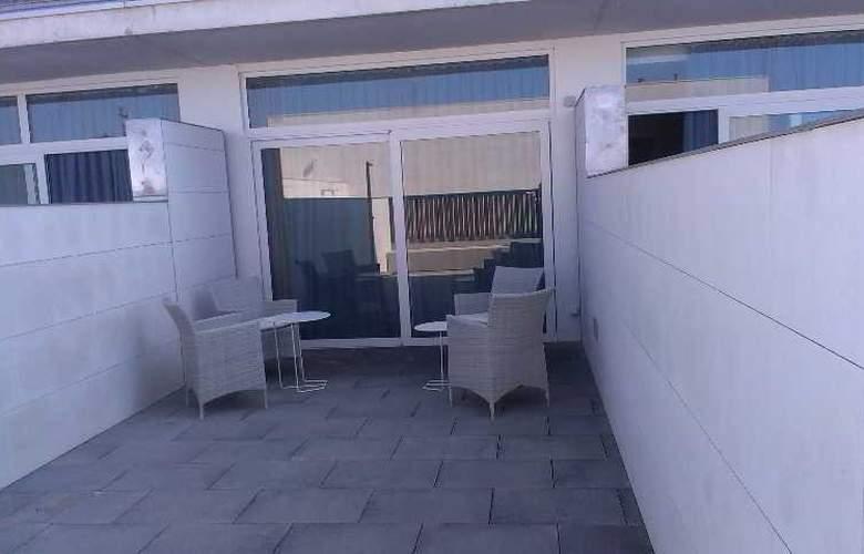 Atenea Port Barcelona Mataro - Terrace - 13