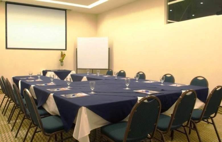 Rincon del Valle - Conference - 15