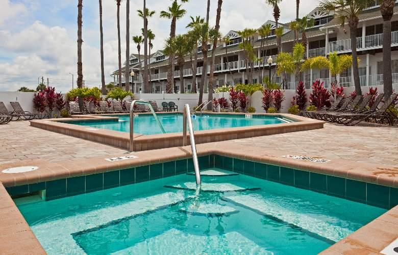Holiday Inn Hotel & Suites Harbourside - Pool - 9