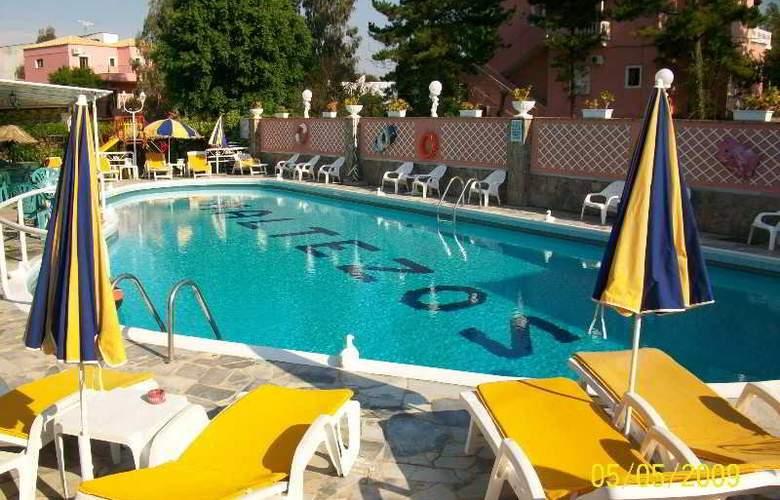 Maltezos - Pool - 16