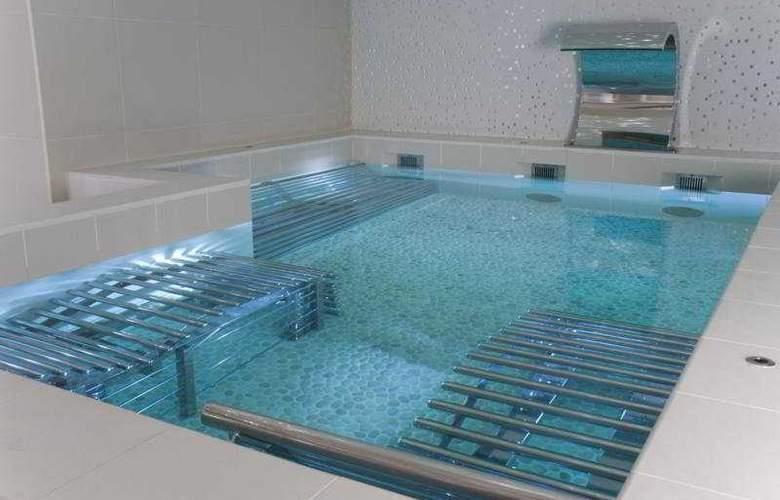 K West Hotel & Spa - Pool - 1